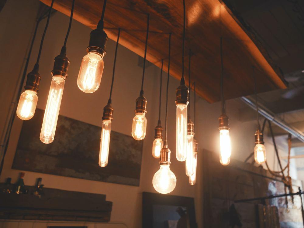 Glödlampor i olika färger och former