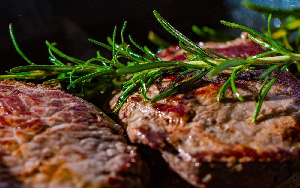 Med stekbord som används till gasolgrill och på induktionshäll kan man alltid få perfekt tillagad mat